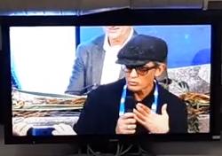 Fiorello irrompe durante la conferenza stampa ed è subito show